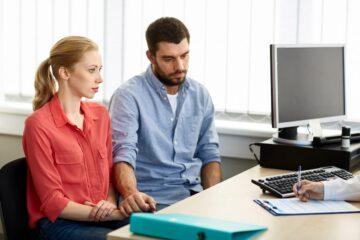 koppel bespreekt eiceldonatie met gynaecoloog