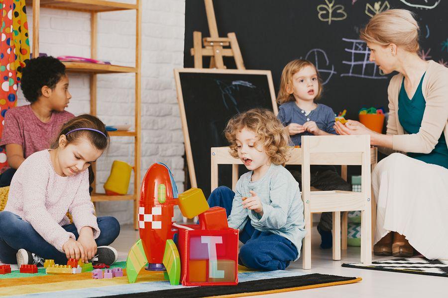 Kinderen zijn aan het spelen op buitenschoolse opvang (BSO)