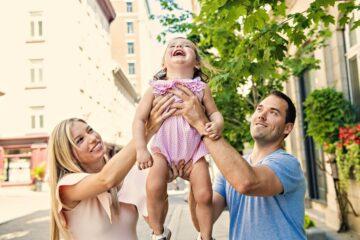 Ouders spelen Jonas in de Wallevis met dochter als peuterspelletje