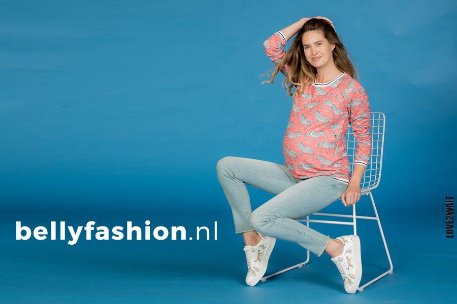 Zwangere vrouw draagt positiebroek van Bellyfashion