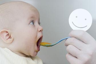 baby eet tussendoortje