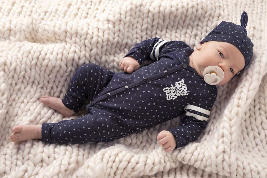 Baby in Born to be Famous newborn kleding